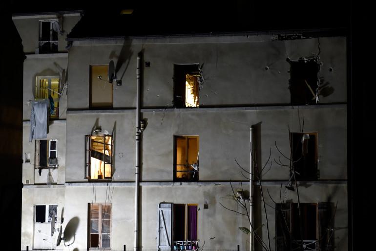 L'immeuble de Saint-Denis où la kamikaze présumée s'est fait exploser, mercredi 18 novembre 2015