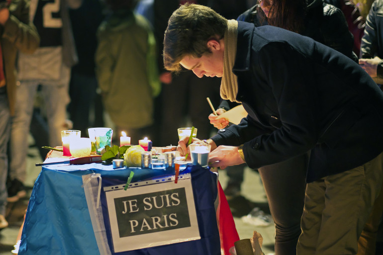 """""""Je suis Paris"""", le slogan d'hommage après les attentats du 13 novembre"""