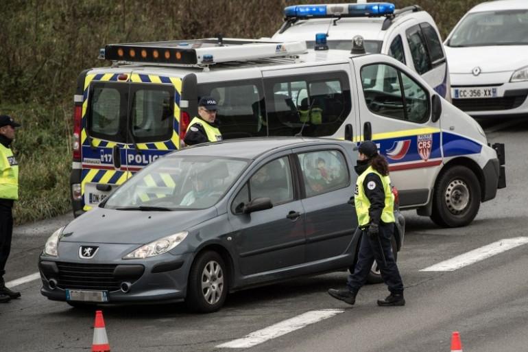 Un véhicule contrôlé à la frontière franco-belge, le 17 novembre 2015