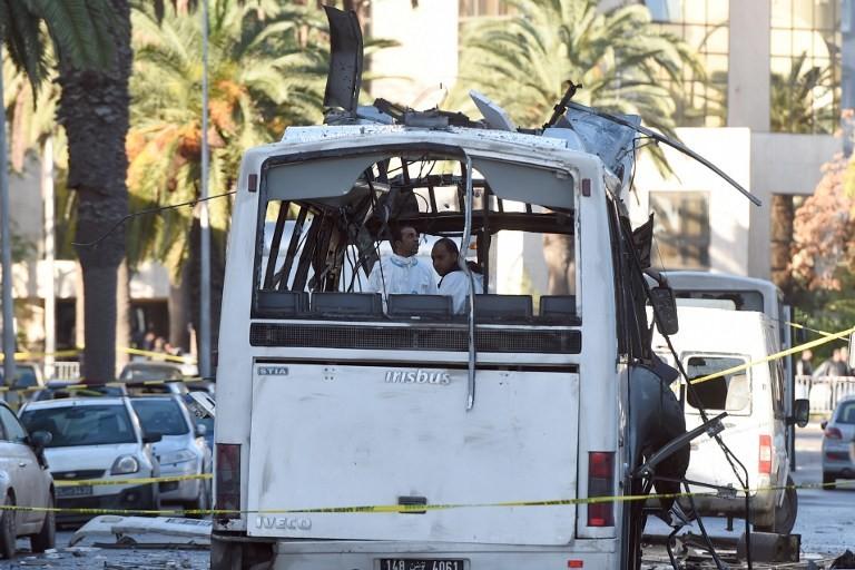 Bus après une attaque à la bombe à Tunis le 25 novembre 2015