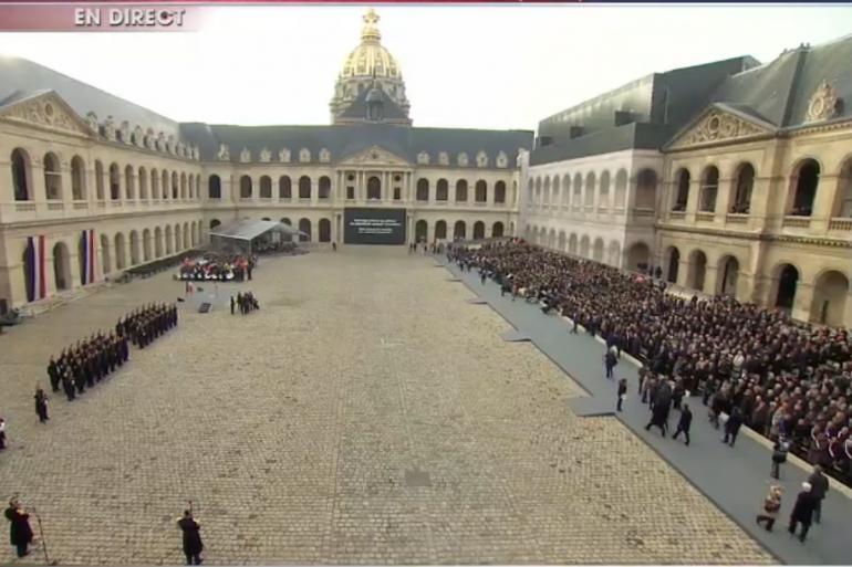 La cérémonie d'hommage nationale aux victimes des attentats dans la cour des Invalides.