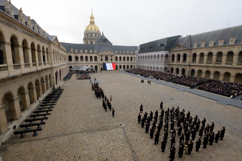 Les Invalides ont abrité pour la première fois une cérémonie d'hommage national à des victimes civiles vendredi 27 novembre 2015
