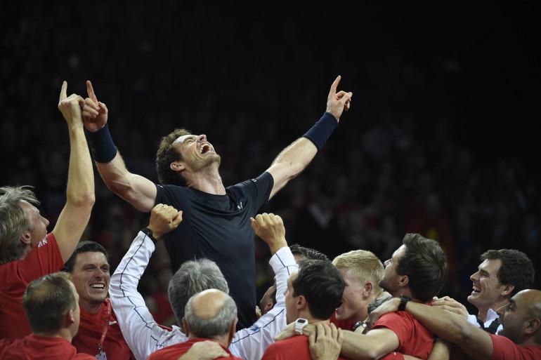 Andy Murray porté en triomphe par l'équipe de Grande-Bretagne en finale de Coupe Davis le 29 novembre 2015