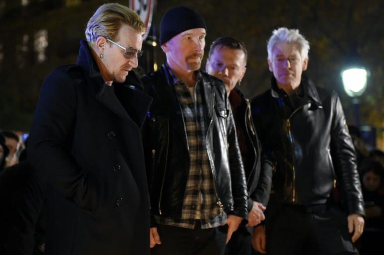 Bono révèle avoir écrit une chanson sur les attentats de Paris (le groupe devant le Bataclan)