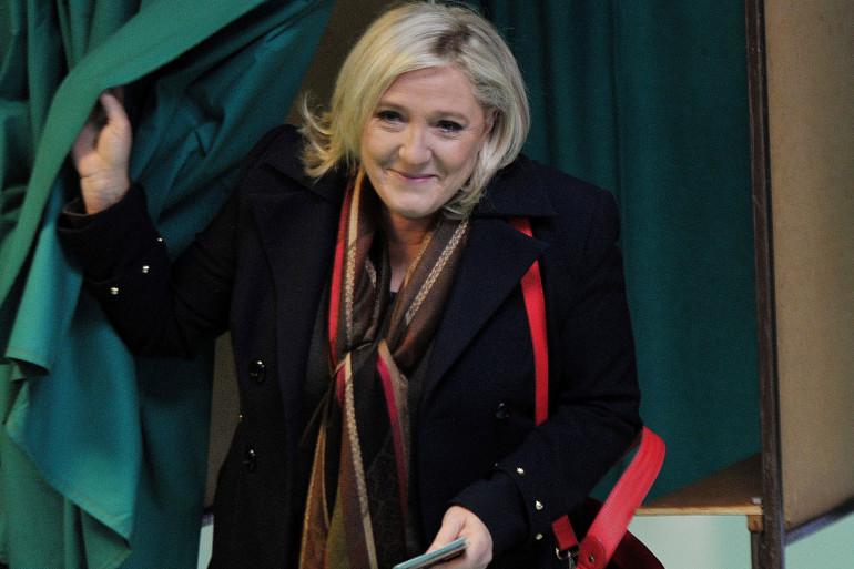 Marine Le Pen est allée voter à Hénin Beaumont (Pas-de-Calais) lors du second tour des régionales