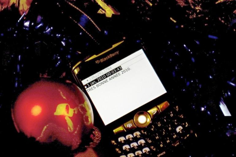 Un téléphone sous le sapin de Noël le 1er janvier 2010 (illustration)