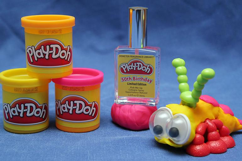 Des pots de pâte à modeler Play-Doh, le 24 mai 2006