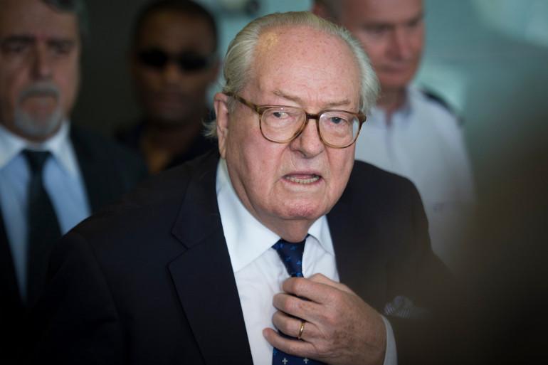 Jean-Marie Le Pen quittant le tribunal de Nanterre, en juin 2015