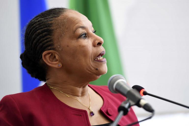 Christiane Taubira annonce que le gouvernement renonce à la déchéance de nationalité, le 22 décembre 2015.