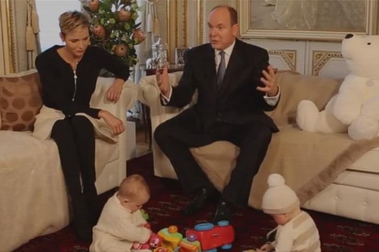 VIDÉO - Le Prince Albert et la Princesse Charlène de Monaco présentent leurs enfants lors d'une interview