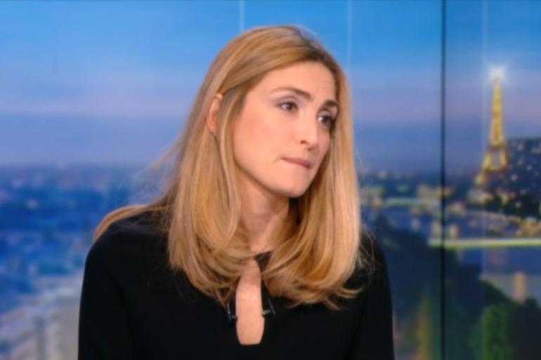 Julie Gayet lors d'une interview au JT de TF1