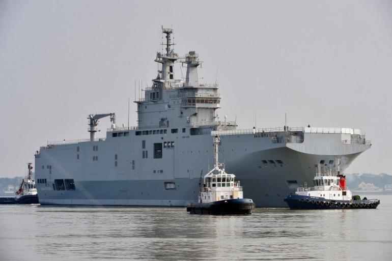 """Un """"Mistral"""" dans le port de Saint-Nazaire, le 16 mars 2015"""