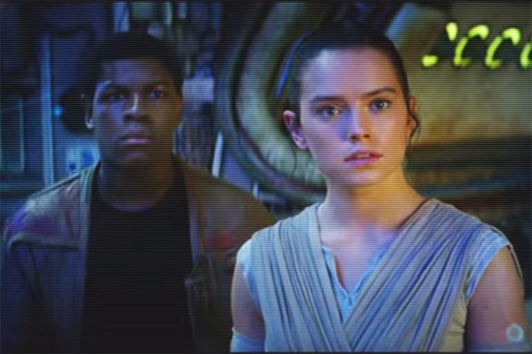 """Finn et Rey, deux des nouveaux personnages principaux de """"Star Wars 7"""""""
