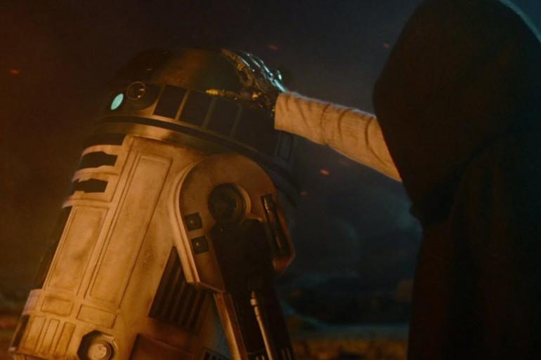 Luke Skywalker (ici, sa main métallique) suscite beaucoup d'interrogations
