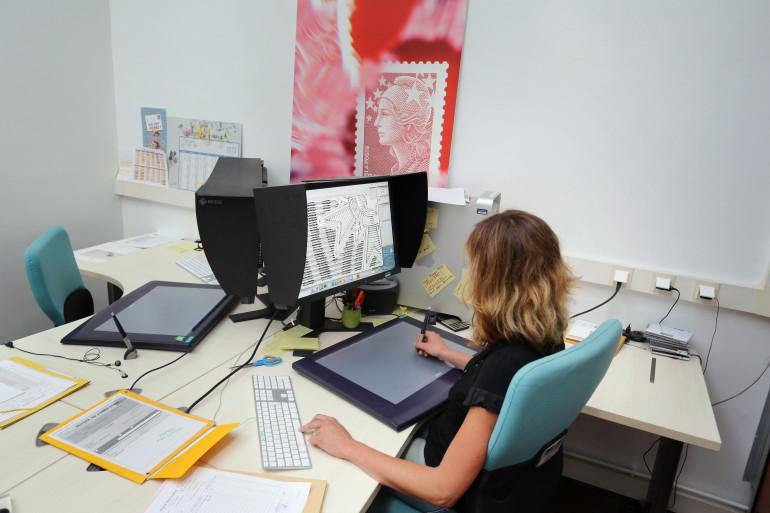 Une salariée devant son ordinateur (illustration)