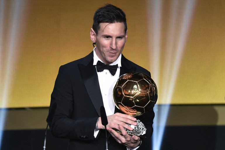Lionel Messi recevant son cinquième Ballon d'Or, à Zurich le 11 janvier 2016