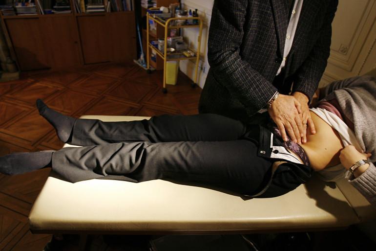 Les maux de ventre sont un symptôme classique de la gastro-entérite