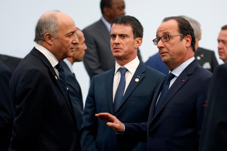 Laurent Fabius, Manuel Valls et François Hollande au Bourget lors de la COP21, le 20 novembre 2015