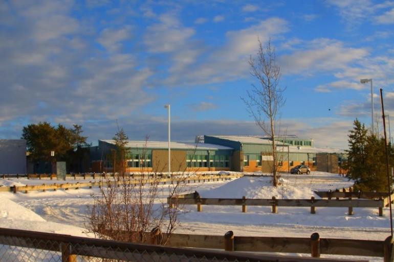 L'école de La Loche où la fusillade a eu lieu.