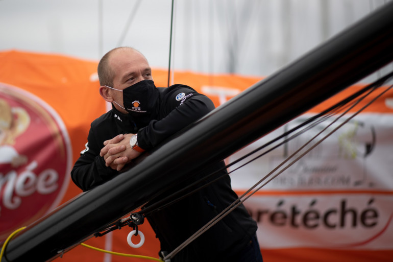 Kevin Escoffier a été secouru par Jean Le Cam le 1er décembre 2020 après le naufrage de son bateau PRB durant le Vendée Globe