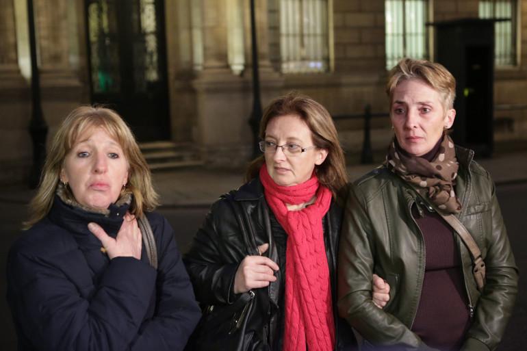 Les trois filles de Jacqueline Sauvage devant l'Élysée, vendredi 29 janvier 2016