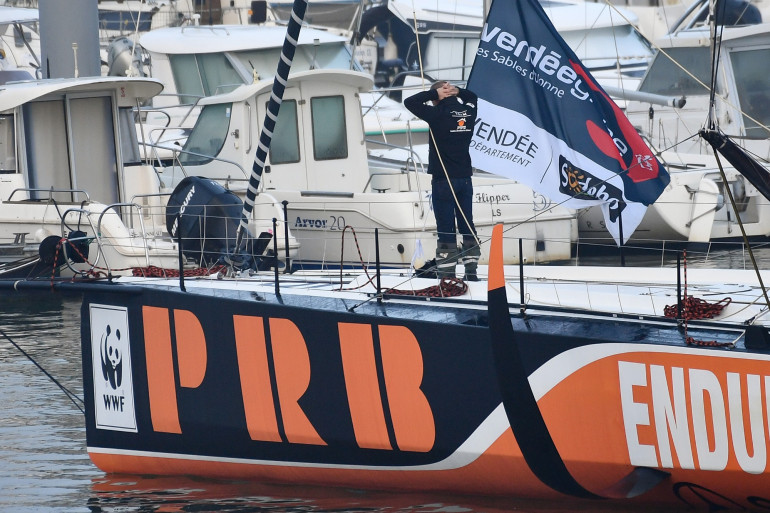 """Kevin Escoffier à bord de son bateau """"PRB"""", au départ du Vendée Globe en novembre 2020"""