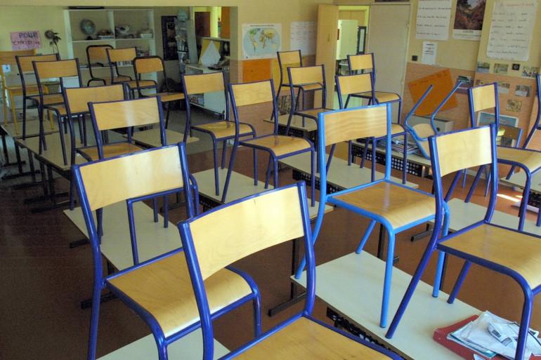 Une salle de classe vide (illustration)