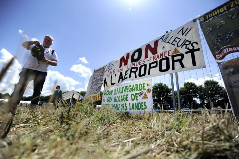 Des banderoles contre le projet d'aéroport à Notre-Dame-des-Landes, le 3 août 2013.