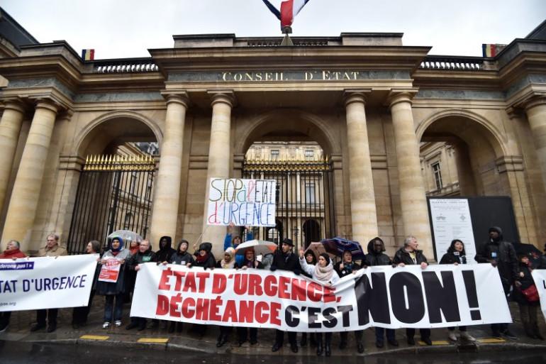 Le maintien de l'état d'urgence fait débat au sein de la société française