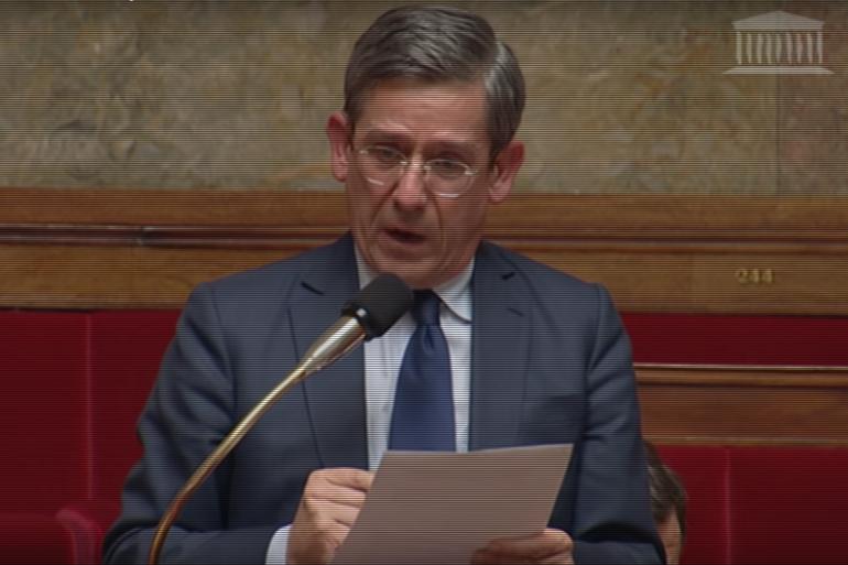 Le député Charles de Courson ému aux larmes à l'Assemblée nationale, le 9 février 2016