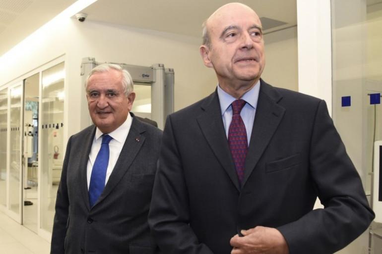 Jean-Pierre Raffarin et Alain Juppé le 3 décembre 2015 à Paris