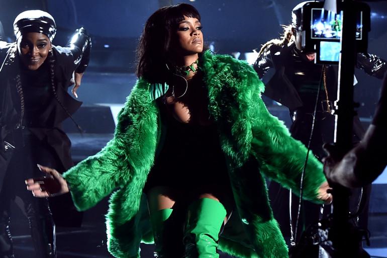 Rihanna a annulé sa prestation aux Grammys à cause d'une bronchite