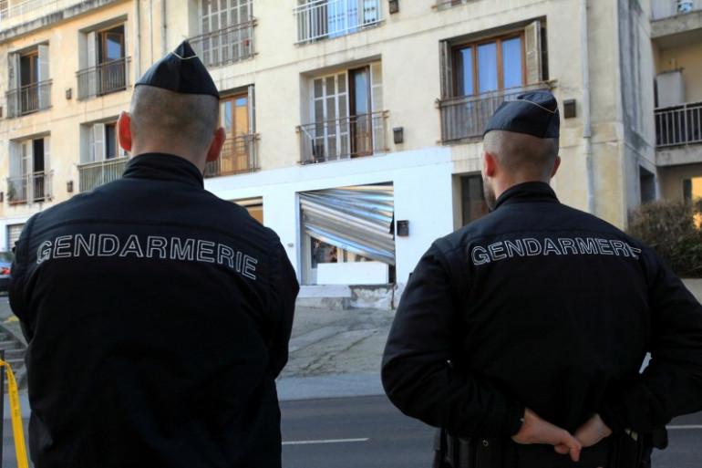 Deux gendarmes (image d'illustration)