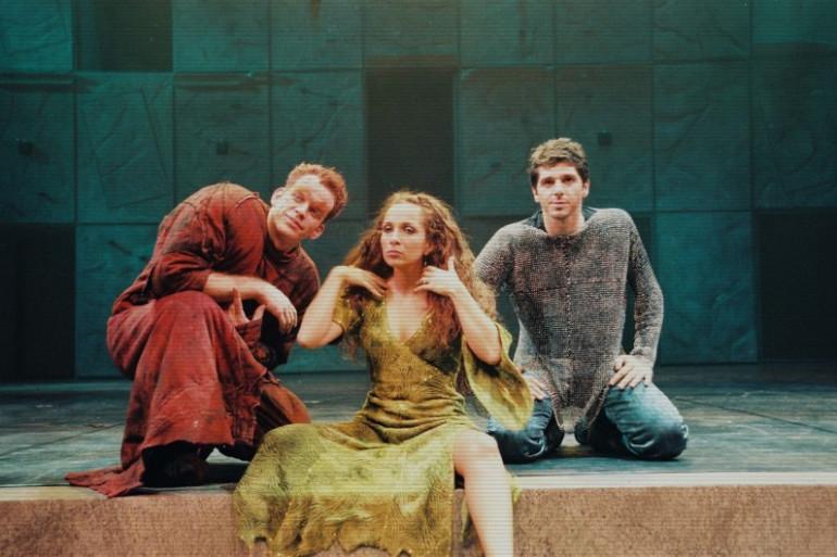 Garou, Hélène Ségara et Patrick Fiori ont occupé les rôles principaux dans Notre Dame de Paris en 1998