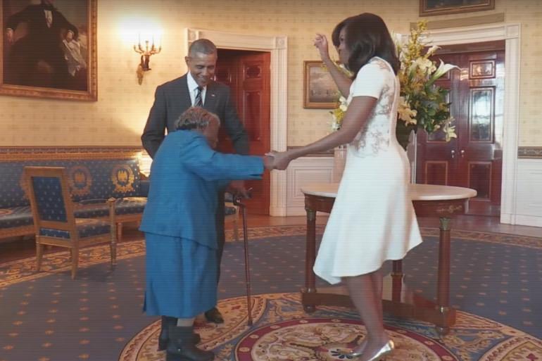 Barack Obama danse avec une centenaire de 106 ans