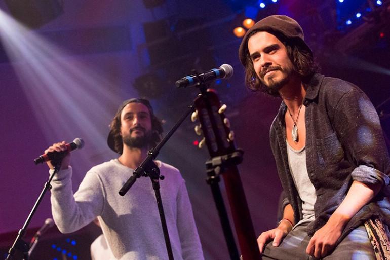Les Frero Delavega sur la scène du Grand Studio RTL