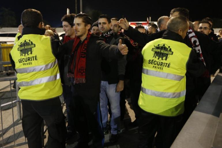 Les agents de sécurité privée des stades pourront bientôt être armés