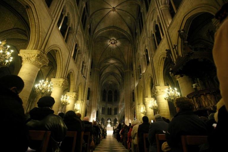 Une messe célébrée dans la cathédrale Notre-Dame-de-Paris