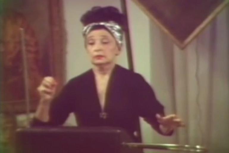 Clara Rockmore jouant du thérémine.