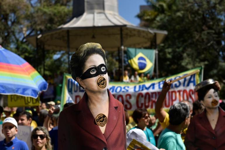 Les tensions sont de plus en plus vives au Brésil où une large part de la population demande la démission de Dilma Rousseff