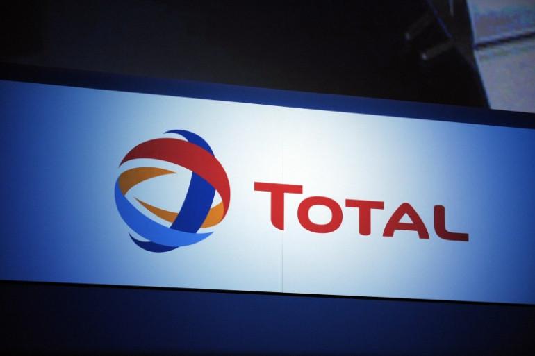Le logo du groupe pétrolier Total, le 23 novembre 2012 à Paris