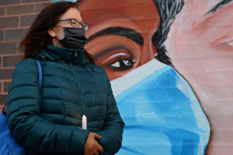 Une femme portant un masque à New-York aux États-Unis (illustration)