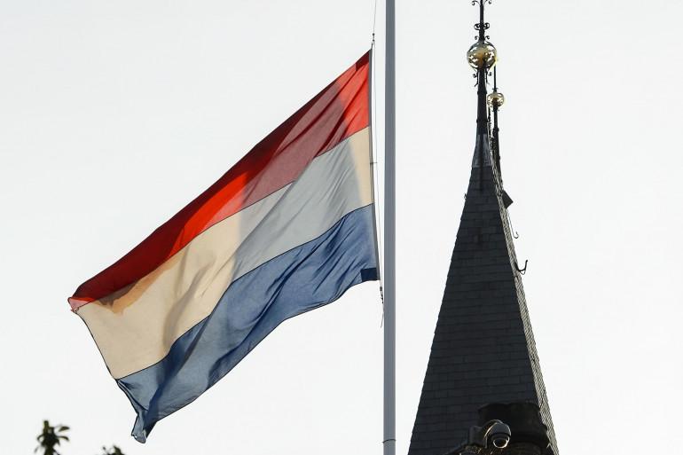 Un drapeau hollandais flotte à La Haye (illustration)
