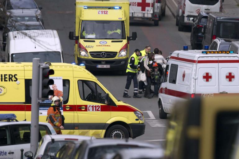 Les secours interviennent dans les rues bruxelloises le 22 mars 2016