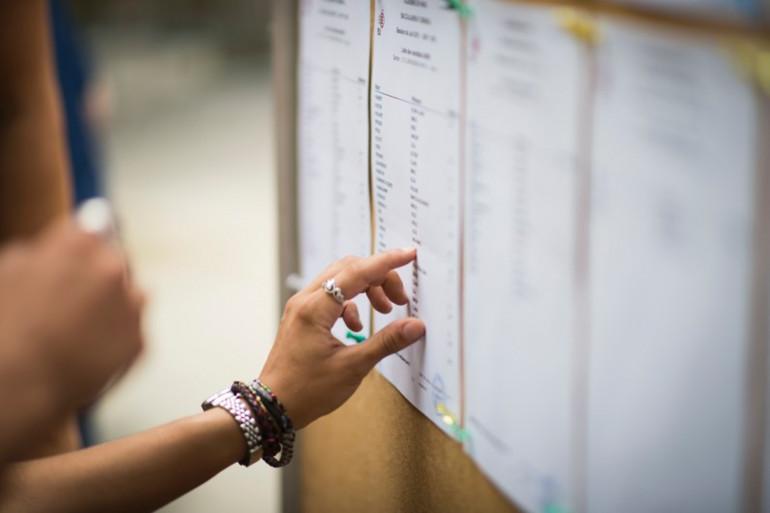 Une étudiante consulte les résultats du baccalauréat (illustration)