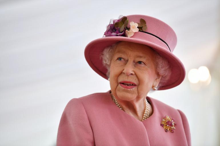 La reine Élisabeth II le 15 octobre 2020 à Porton Down, dans le sud de l'Angleterre.
