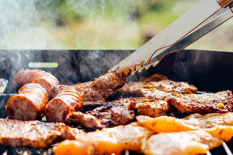 De la viande et des saucisses (illustration)