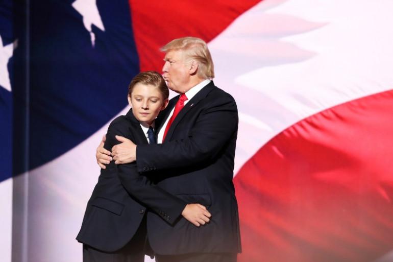 Barron Trump en compagnie de son père Donald pendant la campagne électorale de 2016