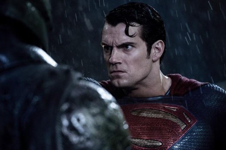 """""""Batman v Superman"""" démarre bien au box-office malgré la critique"""