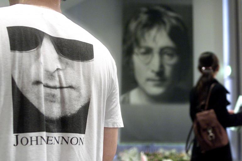 Cérémonie de commémoration au musée John Lennon à Omiya (Japon), pour les 20 ans de la mort de John Lennon au Japon le 8 décembre 2000,